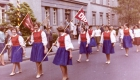 1961 Volkstanzgruppe bei Umzug in Arnsberg